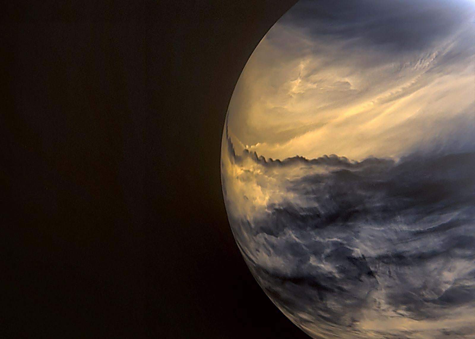 Possible sign of life on Venus stirs up heated debate