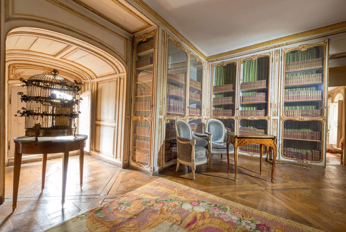 Included in the mistresses' apartments was this elegant library overlooking the Royal Courtyard. When Louis XV's ...