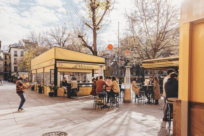 Outdoor diners at Plaza Bib-Rambla.