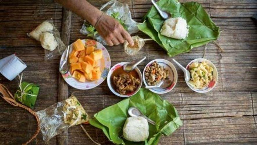 Lunch packed in banana leaves. Image: Slawek Kozdras