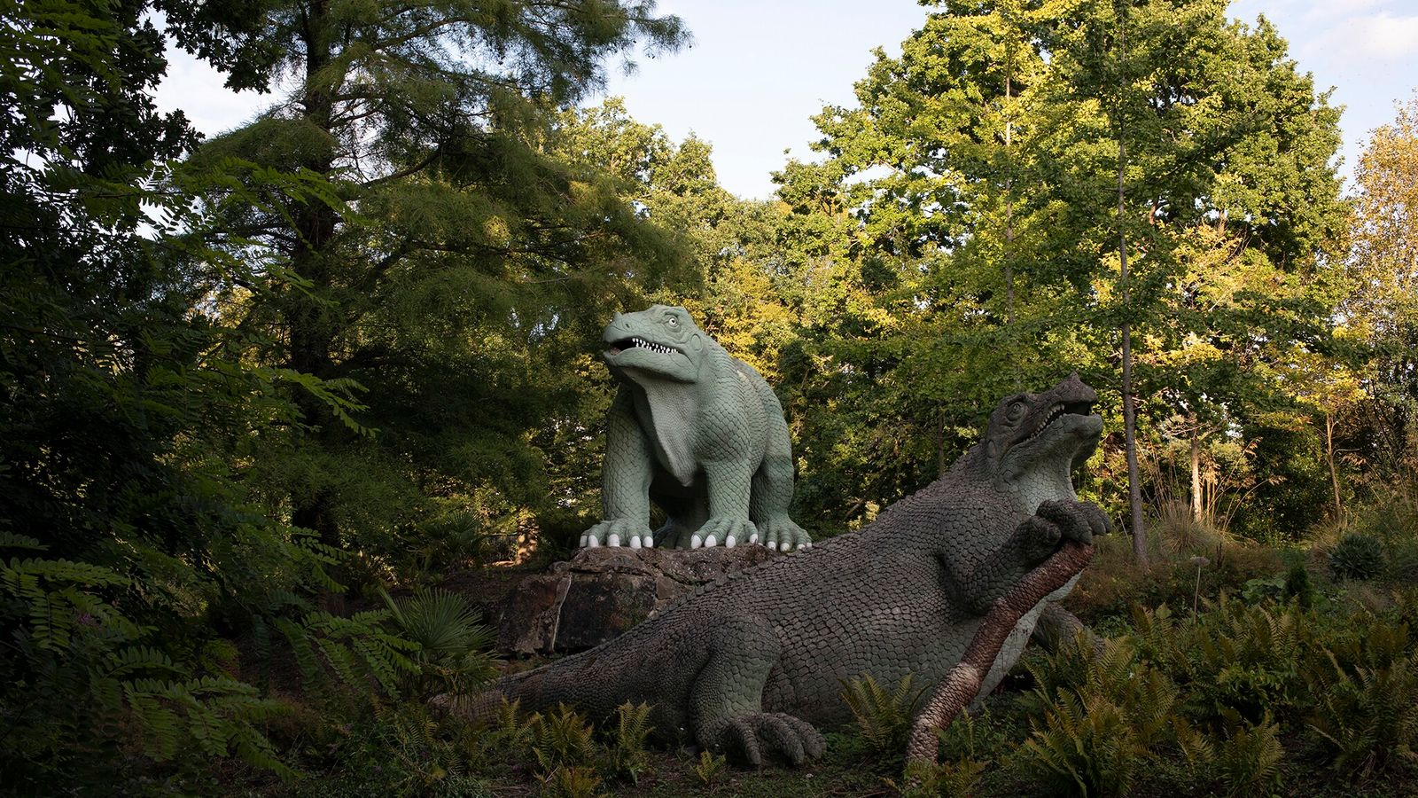 South London's Crystal Palace Park ishome to the world's first lifesize dinosaur statues.
