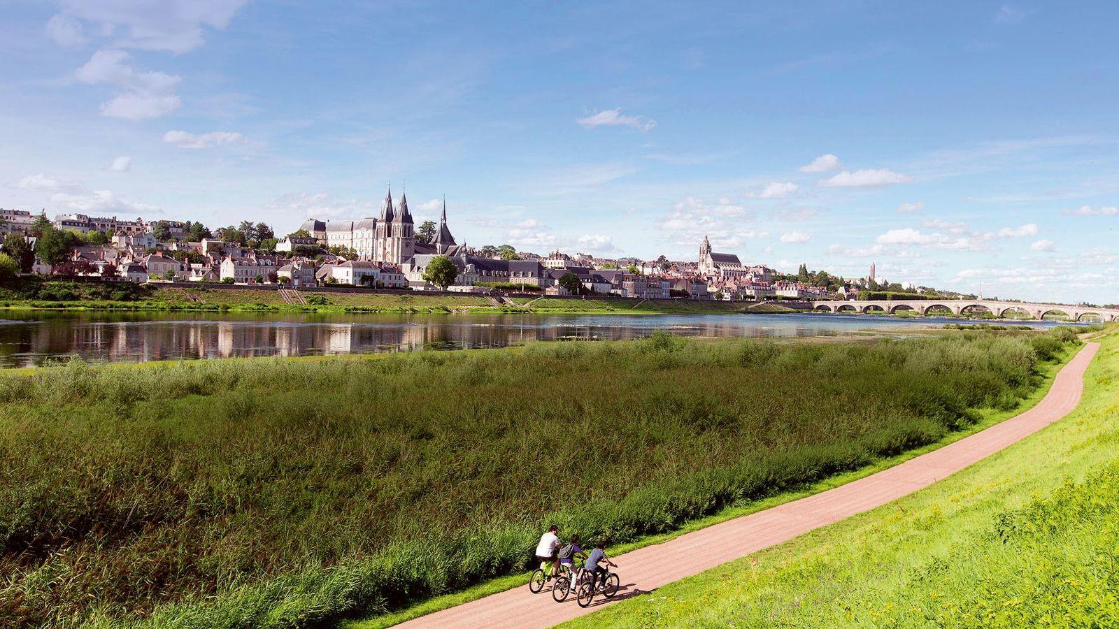 Bikers on the picturesque Loire à Vélo cycle route