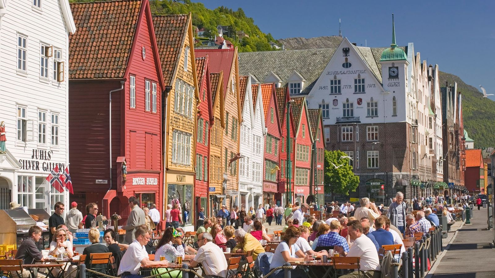 Dining al fresco on Bryggen's main promenade.
