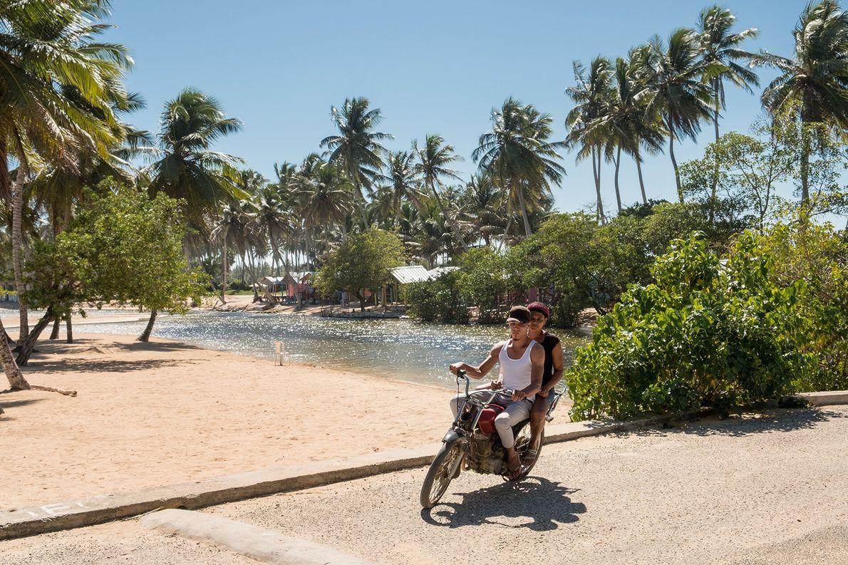 Locals by Playa La Entrada's beach shacks.