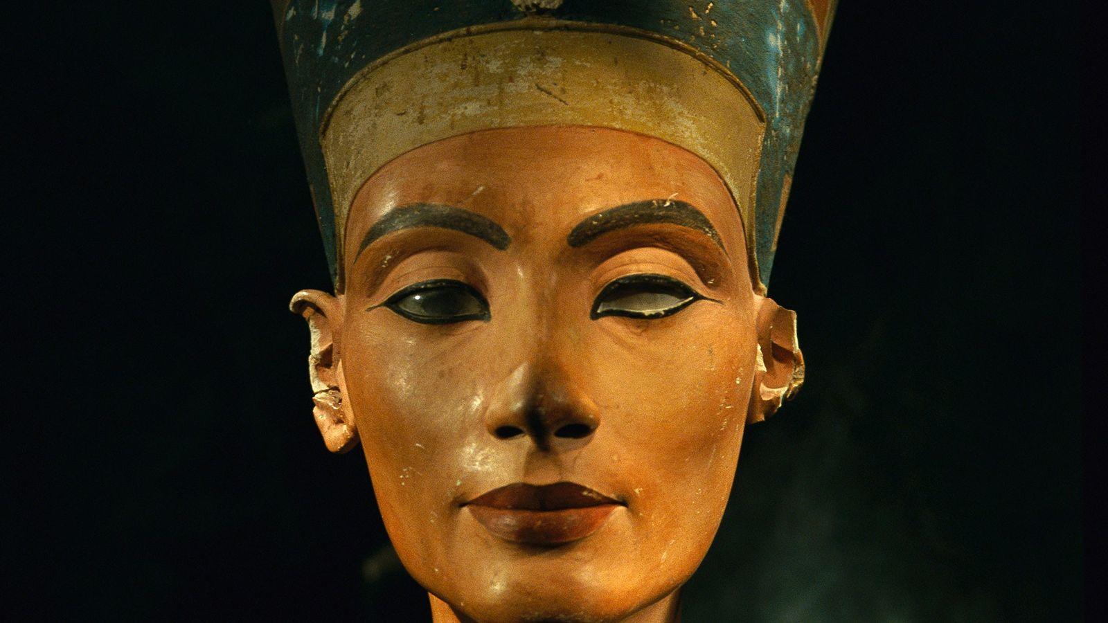 Bust of Egyptian Queen Nefertiti.