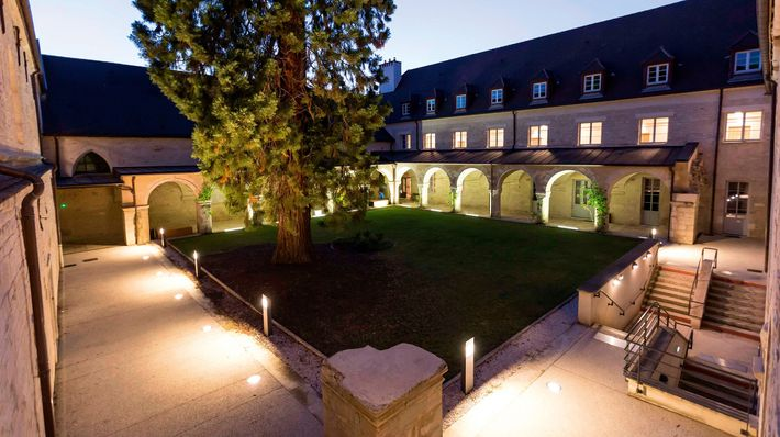 Odalys Apart'hotel Les Cordeliersis aformer convent that has been converted into modern apartments.