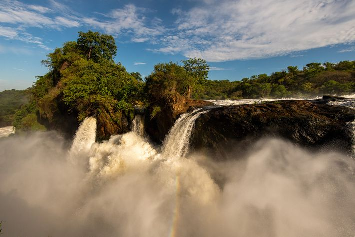 Murchison Falls, one of the world's most powerful waterfalls, spilling over an escarpment at the northernmost ...
