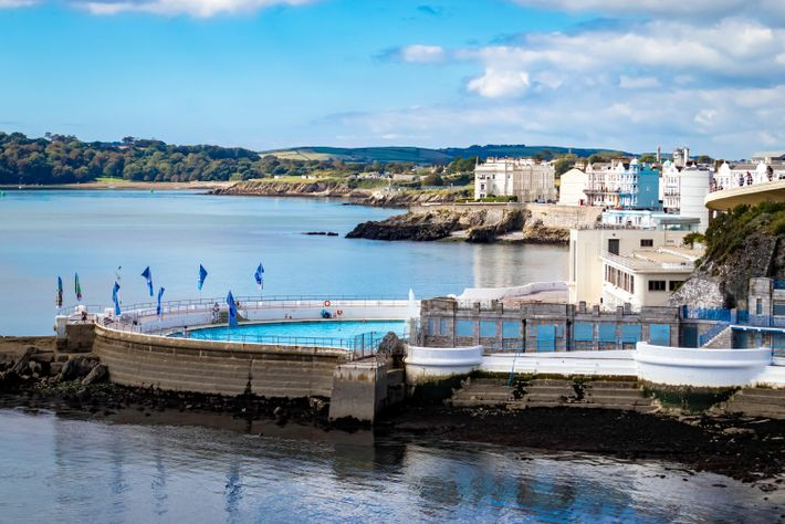 Sitting on a rocky outcrop in Plymouth, jutting out into the sea, Tinside Lido ranks among the ...